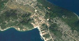 PRILIKA !!! Otok Zverinac, teren 70m od mora, 1560m2-